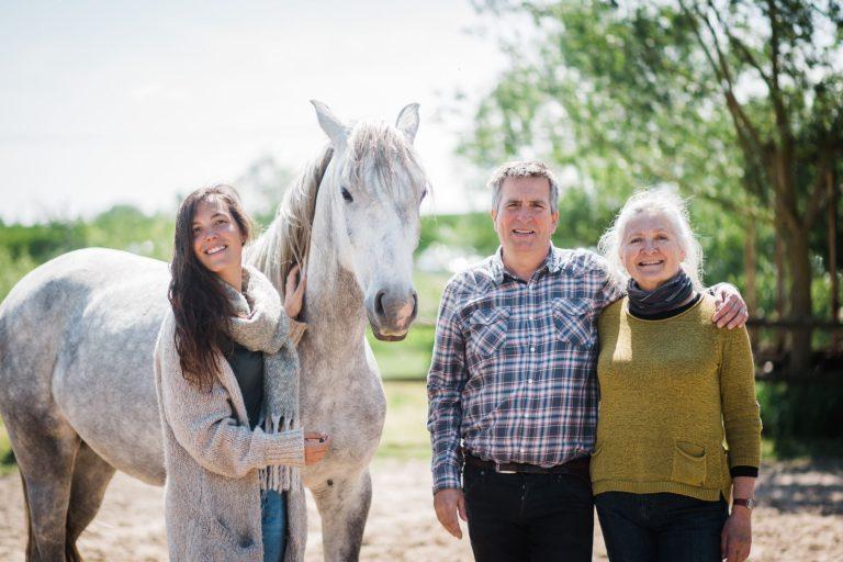 Kheiron | Equine Assisted Learning | Joséphine, Klara en Philip met Cartujano en Peruaanse Paso paarden