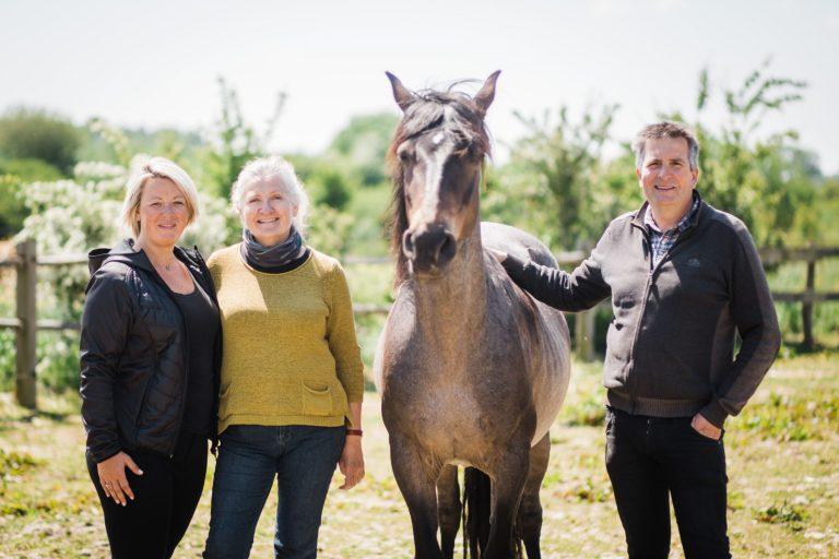 Kheiron | Equine Assisted Learning | Tine, Klara en Philip met Peruaanse Paso paard